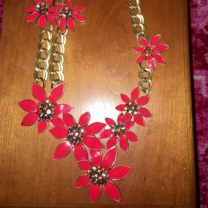 Jewelry - Red floral statement necklace gorgeous